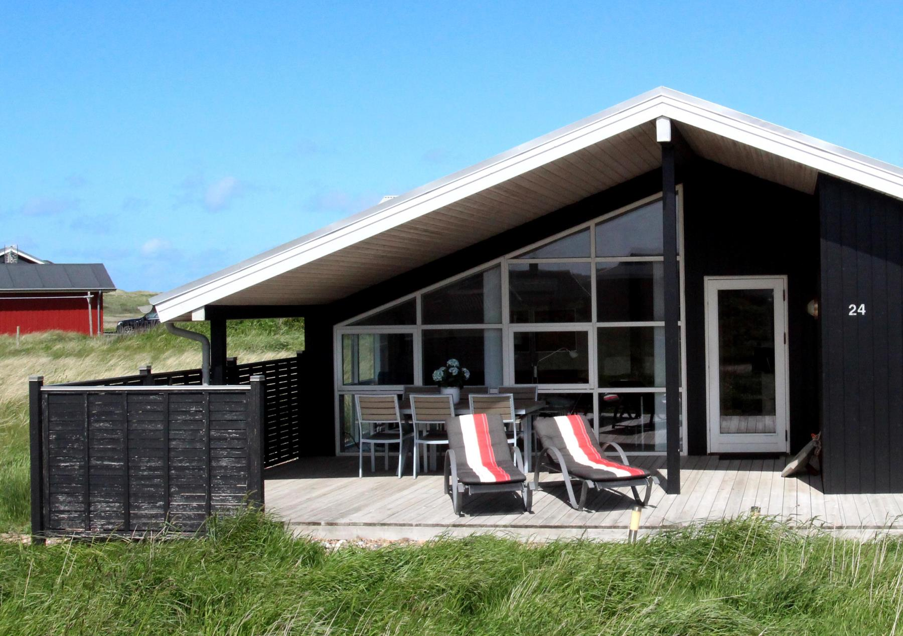 whirlpoolhaus f r 6 personen in ferring strand. Black Bedroom Furniture Sets. Home Design Ideas